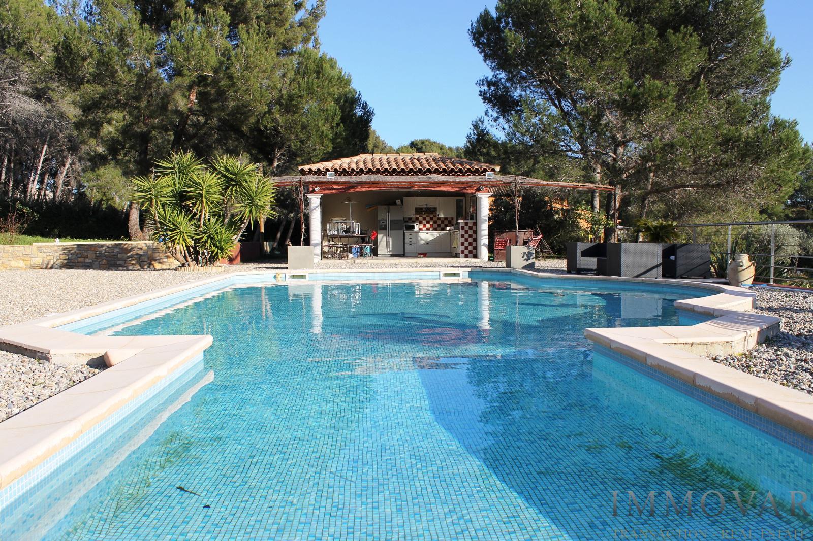 Vente belle villa traditionnelle for Villa traditionnelle