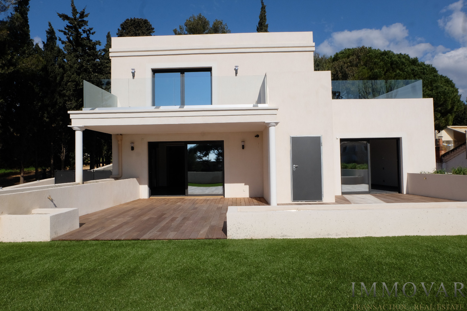 Vente 4 pi ces bandol agence immovar for Modele de villa contemporaine