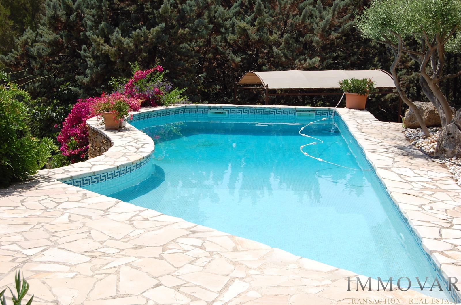 Vente saint cyr sur mer 83270 belle maison proche du golf for Garage citroen saint cyr sur mer